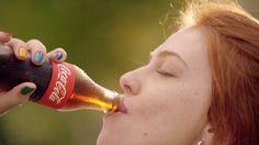 Coca-Cola apresenta portfólio de produtos em nova campanha institucional #timbeta #sdv #betaajudabeta