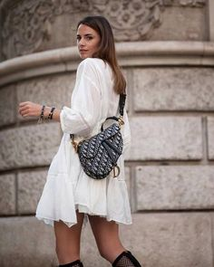 Le migliori borse da donna in cui investire Saddle Dior Fall and Winter Street Style Spring Summer Fashion, Winter Fashion, Look Boho Chic, Cristian Dior, Dior Saddle Bag, Fashion Outfits, Womens Fashion, Fashion Trends, Style Fashion