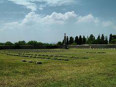 Το στρατιωτικό νεκροταφείο στον Μούδρο (2004)