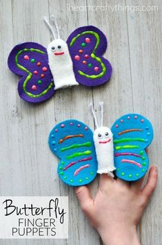 Use old winter gloves to make these cute butterfly finger puppets. Cute spring kids craft, butterfly craft for kids and playful puppets. #recyclingforkids