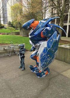 Parenting Halo Cosplay done right. Halo Cosplay, Cosplay Armor, Epic Cosplay, Amazing Cosplay, Cosplay Outfits, 3d Printed Robot, Halo Funny, Armadura Cosplay, Halo Armor