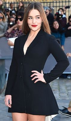Emilia Clarke in a black Dior mini dress and red lipstick Emilia Clarke Hot, Emilia Clarke Daenerys Targaryen, Dior Dress, Fashion Week 2015, Michelle Williams, Outfit Trends, Types Of Dresses, Beautiful Actresses, Beauty Women