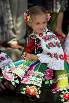 Łowicz - Polish folklore, a great color inspiration Beautiful Children, Beautiful People, Folk Costume, Costumes, Polish Embroidery, Polish Clothing, Costume Ethnique, Adorable Petite Fille, Polish People