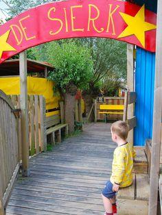 De Belgische Kust heeft heel wat te bieden, zeker onze kleine monstertjes zullen zich niet gauw vervelen. Belgische kunst TIP 1: Retropark De Sierk De Sierk is een thema-speelterrein waar je kinderen met diabolo's en eenwielers kunnen oefenen in een echte circustent, waar je kinderen aan de...
