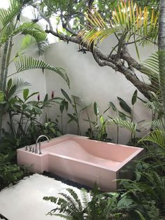 Who wouldn& want to float in a Barbie-pink bathtub? Who wouldn& want to float in a Barbie-pink bathtub? Outdoor Bathtub, Outdoor Bathrooms, Outdoor Showers, Pink Bathtub, Pink Tub, Jacuzzi Bathtub, Ux Design, House Design, Design Ideas