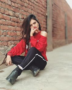 Famous indian crowned muser Rajvee gandhi Follow Me Rishita Surve•̀.̫•́✧ Cute Baby Girl Pictures, Cute Girl Photo, Girl Photo Poses, Girl Poses, Crazy Girls, Cute Girls, Selena Gomez Photoshoot, Hip Hop Girl, Stylish Dpz
