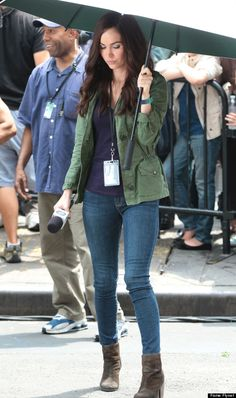 """Megan Fox certainly knows how to command a set. Fox squeezed into a pair of tight skinny jeans and grabbed her microphone while filming """"Teenage M. Megan Fox Casual, Megan Fox Style, Megan Fox Hair, Megan Denise Fox, Outfits Mujer, Jean Outfits, Casual Outfits, Boys Summer Outfits, Winter Outfits"""