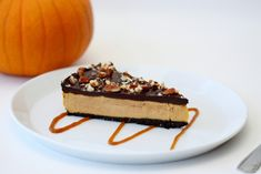 """Raw Chocolate Pumpkin """"Cheesecake"""" is a raw, plant-based, vegan, dairy free pumpkin flavor cheesecake with a chocolate pecan curst and chocolate ganache layer on top."""