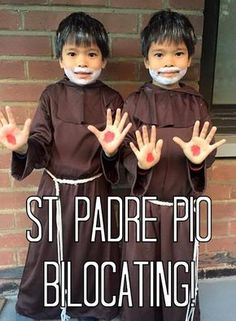 Catholic All Year: Over 150 MORE All Saints Day Costumes for Kids: and all the winners of Catholic Costume 2015 Catholic All Year, Catholic Kids, Catholic Prayers, Catholic Saints, Catholic School, Saint Costume, Biblical Costumes, Liturgical Seasons, All Souls Day