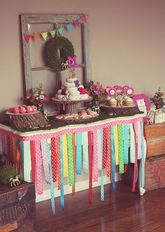 ribbons to decorate, tiny flags, bagged lunches, ribbon wreath, kraft paper on table to color