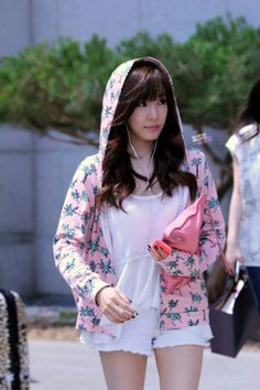 SNSD Tiffany Hwang aiport fashion june 2014