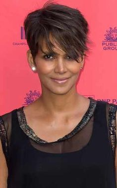 Pregnant Halle Berry Growing Out Her Hair? Star Steps Out With Longer Locks in Paris Halle Berry Halle Berry Short Hair, Short Sassy Hair, Short Hair Cuts, Halle Berry Pixie, Hair Styles 2014, Curly Hair Styles, Natural Hair Styles, Halle Berry Hairstyles, Hally Berry