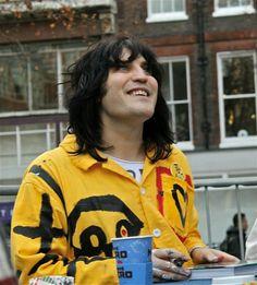 "my favourite pic of Noel ever. He looks so happy :"") Jon Richardson, Greg Davies, Prince Girl, Julian Barratt, Bo Burnham, The Mighty Boosh, Noel Fielding, Happy Paintings, Celebs"