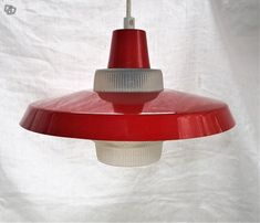Retro punavalkea peltivarjostiminen valaisin Ceiling Lights, Lighting, Retro, Pendant, Vintage, Home Decor, Eggs, Decoration Home, Room Decor