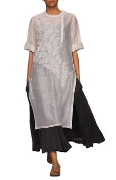 Rolled up sleeve, chikankari side plaket kurta with long deep grey wrinkled anarkali inner. India Fashion, Ethnic Fashion, Boho Fashion, Fashion Outfits, Womens Fashion, Fashion Design, Kurta Designs, Indian Dresses, Indian Outfits