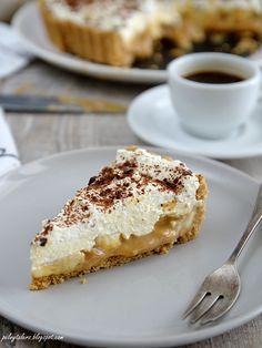 Tarta ciasteczkowa z bananami, toffi i bitą śmietaną (Banoffee pie) | Pełny talerz