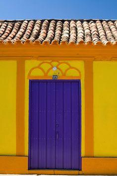 Facade of a house in Venezuela...Foto: JOAO MARCOS ROSA / NITRO