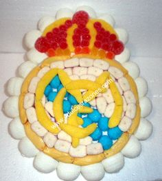 Escudo Real Madrid Tarta Real Madrid, Chocolate Cakes, Chocolates, Beverage, Fondant, Mario, Sweets, Candy, Desserts
