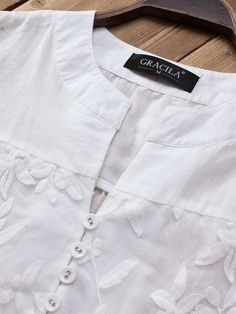 Gracila Patchwork Floral Embroidered Irregular Vintage Blouses look not only special, but also they always show ladies' glamour perfectly and bring surprise. Cheap Blouses, Blouses For Women, Kurta Neck Design, Dress Neck Designs, Kurta Designs, Blouse Vintage, Vintage Floral, Blouse Online, Moda Online