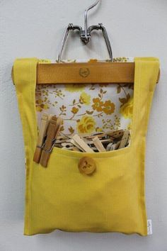 Clothespin bag First one I've seen using a pant hanger instead of a clothes hanger Items similar to Clothes Pin Bag on Etsy Got a red handle like this. Fabric Crafts, Sewing Crafts, Sewing Projects, Craft Projects, Clothespin Bag, Peg Bag, Sewing Hacks, Diy And Crafts, Crafty