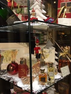Vetrine di Natale del Florian di Firenze - Christmas shop windows of Florian in Florence #Christmas #Natale #Gift #profumo #fragranza #Brut #Franciacorta #napolitaines #cioccolatini #cioccolato #snow #Pinocchio #Florian