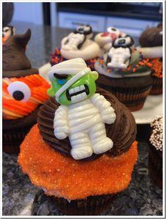 Decorating Halloween Cupcakes   Doughmesstic