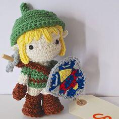 Happy #geekprideday ! On my blog I tell where to find #Link 's pattern. Shield and sword patterns by @allaboutami #diadelorgullofriki #あみぐるみ #amigurumi #crochet #zelda #ganchillo #craft #handmade #nintendo #doll #plushie #cute | by JennyInokuma
