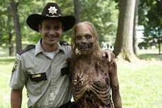 Walking Dead Love Actually, haha, I knew he looked familiar! Loved the movie Love Actually, and love Walking Dead. Too funny Rick Grimes, American Horror Story, Foto Pal Face, The Walking Dead Saison, Heros Disney, The Walk Dead, Funny Memes, Jokes, Twd Memes