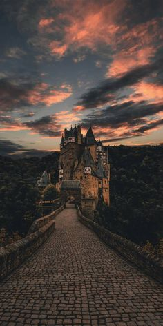 Slytherin Aesthetic, Harry Potter Aesthetic, Natur Wallpaper, Wallpaper Murals, Mobile Wallpaper, Harry Potter Background, Harry Potter Pictures, Harry Potter Wallpaper, Scenery Wallpaper