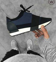 BR Balenciaga Shoes Mens, Balenciaga Runners, Balenciaga Trainers Outfit, Zara Sneakers, Sneakers Outfit Men, Adidas Sneakers, Sneakers Fashion, Fashion Shoes, Milan Fashion