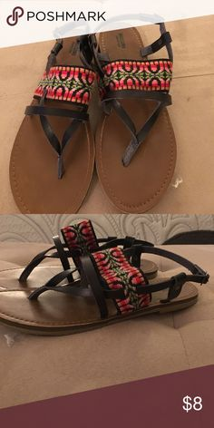 Patterned sandals Excellent condition sandals Mossimo Supply Co. Shoes Sandals