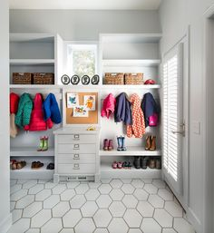 love the floors and built-ins in this mud room