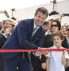 Crown Prince performed the official opening of the pavilion and clipped together with Prince Henry the red ribbon. The Danish Pavilion will during the Olympic Games provide a framework for a Danish business promotion within the business, culture, sports and tourism.