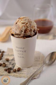 Ízében egy az egyben a klasszikus tiramisut idézi ez a fagyi. A főzött tojásos-kávés alapot mascarponéval gazdagítom, majd a fagylalt... Ice Cream Desserts, Ice Cream Recipes, Tiramisu Ice Cream Recipe, Eating Ice Cream, Frozen Yogurt, Coffee Break, Sorbet, Popsicles, Gelato