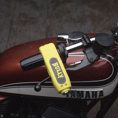 Keeping your motorcycle secure is not an easy undertaking. How to thwart thieves without foiling yourself in the process? This grip lock by Bully is our favorite security compromise. It keeps the fron