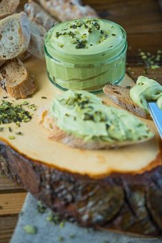 Kürbiskernöl-Aufstrich Quick made pumpkin seed oil spread, which tastes delicious not only on bread. Pumpkin Seed Recipes, Pumpkin Seed Oil, Chutneys, Pesto Dip, Salsa Picante, Baked Pumpkin, Pumpkin Dessert, Healthy Eating Tips, Eating Habits