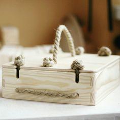 Так выглядит деревянная коробочка для наших кубиков.