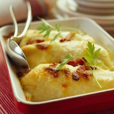 Découvrez la recette gratin de quenelles à la béchamel sur cuisineactuelle.fr.