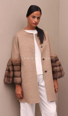 Loro Piana Сashmere Coat with Barguzinsky Russian Sable Fur and whole skins. Made in Italy. Skins Quality: SOJUZPUSHNINA; Color: Beige – Brown; Closure: With buttons; Collar: Plat; Length: 80 cm;