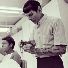 "Celebridades ""Tatuadas"" com photoshop #spock the tattooer. #shoppedtattoos #cheyennerandall #fucklogic"