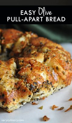 Super easy pull apart bread with butter, garlic, Parmesan, Italian seasonings, and olives are the star! #pillsbury @Pillsbury @Safeway