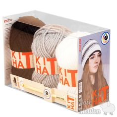 """Kit Hat"" coloris 100-101-000 https://www.rosemouton.com/lanas-stop-kit-hat-1394.html"