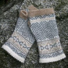 Fair Isle and Norwegian knitting patterns-Chevron Fingerless Mittens Knitting Pattern PDF Fair Isle Knitting Patterns, Knitting Kits, Hand Knitting, Knitting Tutorials, Hat Patterns, Loom Knitting, Stitch Patterns, Fingerless Gloves Knitted, Knit Mittens