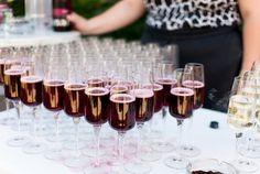 Foto: Belle&Sass  http://www.friedatheres.com/die-hochzeit-von-vicky-und-wolfi  wedding drinks
