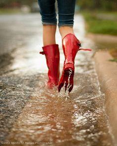 rain, red, and boots εικόνα