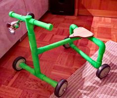 Doodlebug Trike ( could this be made for an adult to assist them in walking if their knees are very bad) Pvc Pipe Projects, Cool Diy Projects, Projects To Try, Project Ideas, Metal Pipe, Ride On Toys, Pipe Furniture, Tiny House Design, Infant Activities