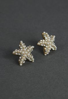 -These starfish earring feature crystal and pearls beaded.-Glass,Plastic,Metal-Avoid contact with liquids Length(cm)2 Length(inch)0.8