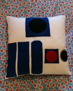 Star Wars R2-D2 Droid Felt Cushion I think I might have found my Father's Day project