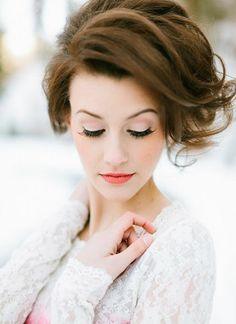 frisches Makeup Frühling Lippenstift pfirsicht Augen