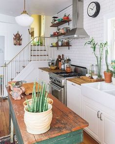 16 Small Cottage Interior Design Ideas https://www.futuristarchitecture.com/31122-small-cottage-interior.html